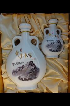 Yushan Yuan Jiao 8 Year Old Kaoliang Liquor Gift Box Set NV